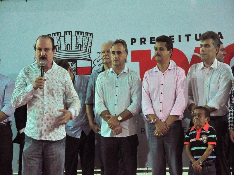 Foto de Durval falando na inauguração