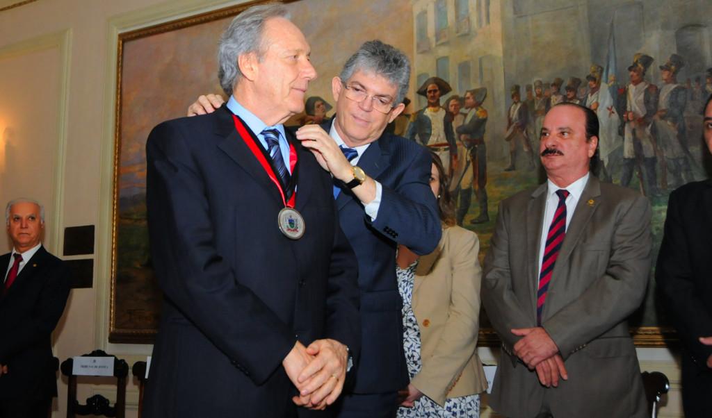 GOV ENTREGA MEDALHA-MINISTRO RICARDO LEWANDOWSIC (3)